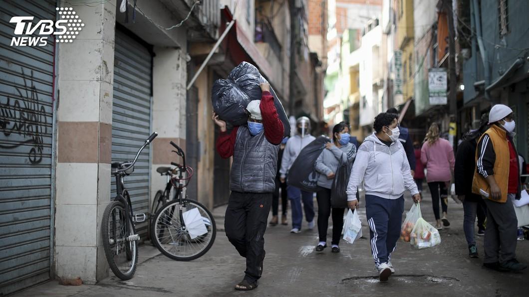 阿根廷染疫人數首次單日破千。(圖/達志影像美聯社) 疫情持續蔓延 阿根廷染疫人數首次單日破千