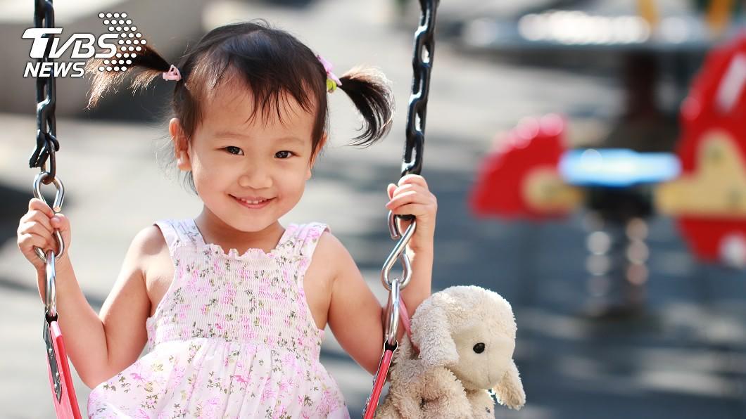 小孩臉蛋白皙看起來好可愛。卻可能隱藏著不為人知的秘密。(示意圖/TVBS) 母懷孕狂補豆漿牛奶 女兒2歲臉慘白罹「缺鐵性」貧血
