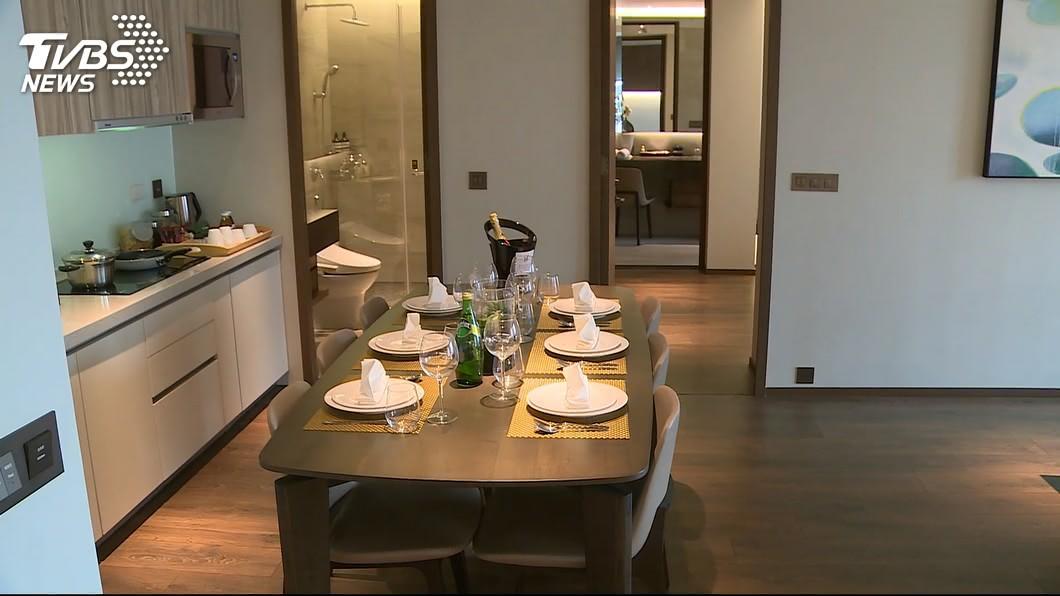 許多民眾都有入住國內飯店或旅社民宿的經驗。(TVBS資料示意圖) 飯店浴室驚見「數十隻蓮蓬頭」  網:無死角SPA水療
