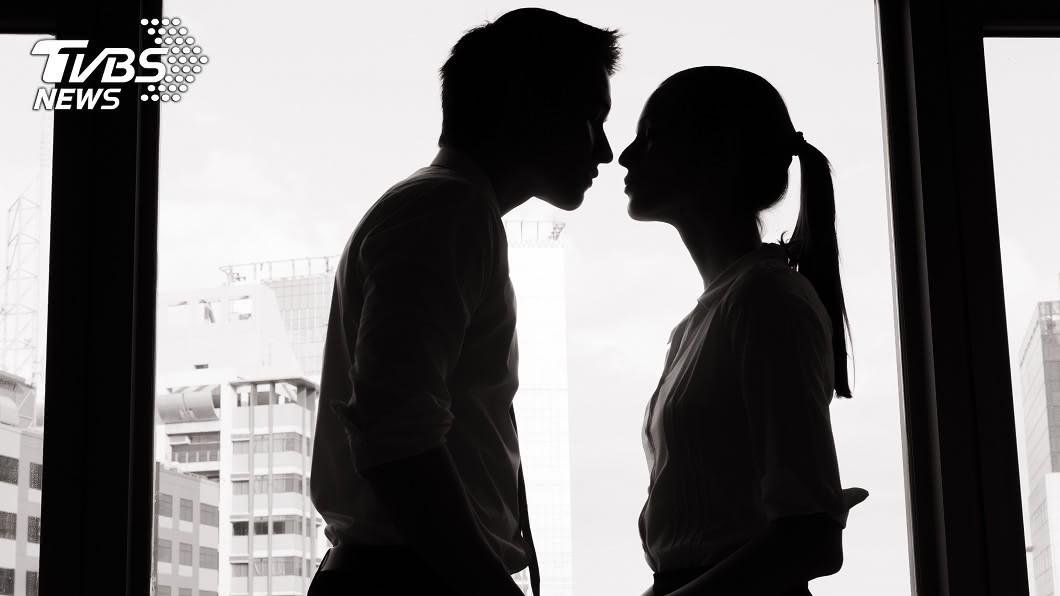 夫妻雙方必須遵守承諾才能維繫彼此關係。(示意圖/shutterstock達志影像) 偷吃藥師1週3次!醫師娘氣炸「淋王水」…整臉全爛