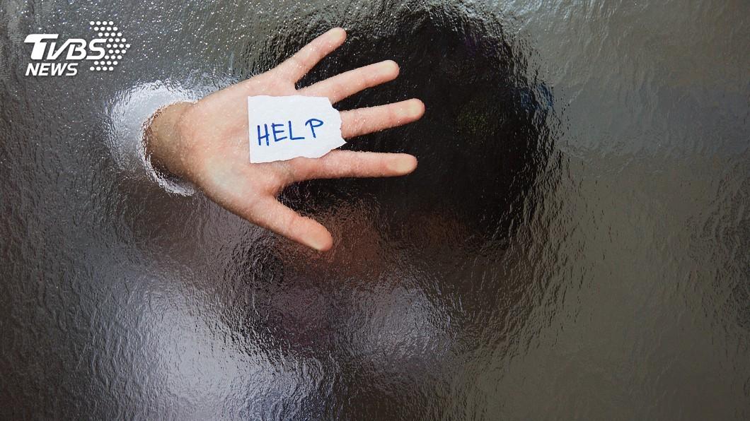 服務生嗅「不吃飯」異狀 機警救出受虐童