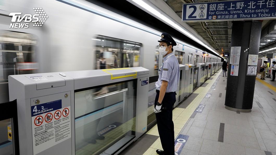 圖/路透社 防止車廂群聚! 日電車開空調、窗戶換氣