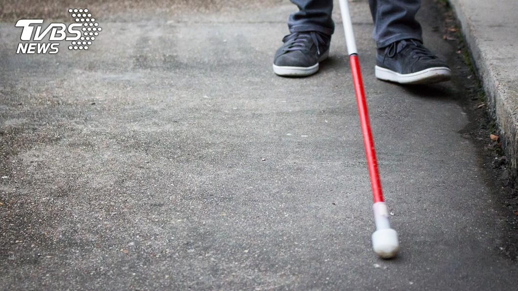 視障者生活不便。(示意圖/TVBS) 司機佯稱不熟路「丟包」 視障女暗夜無助呆站原地