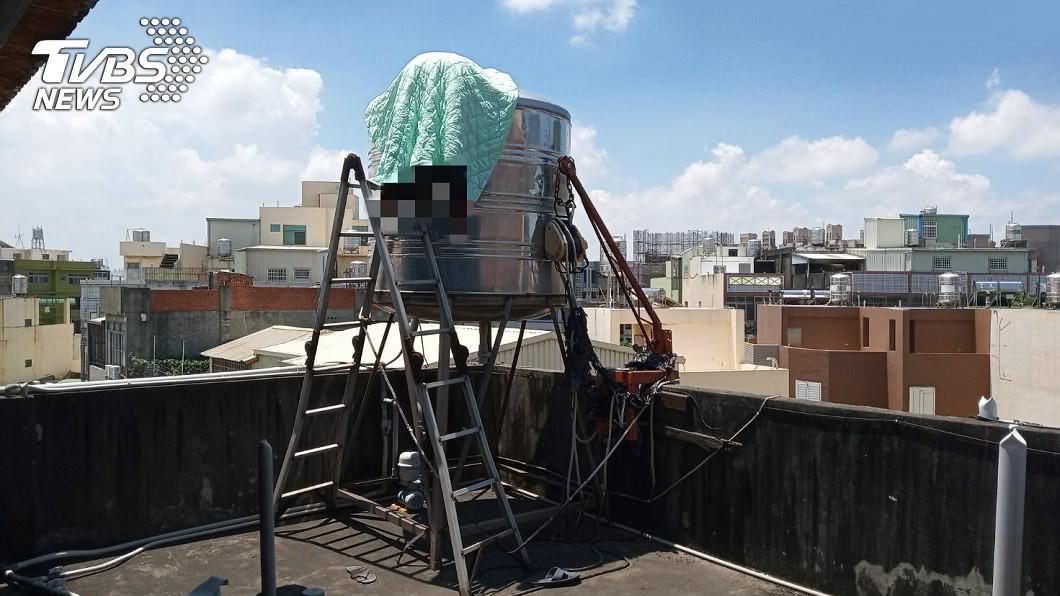 圖/TVBS 驚悚!彰化名醫離奇吊掛水塔…雙腳外露、頭泡水中亡