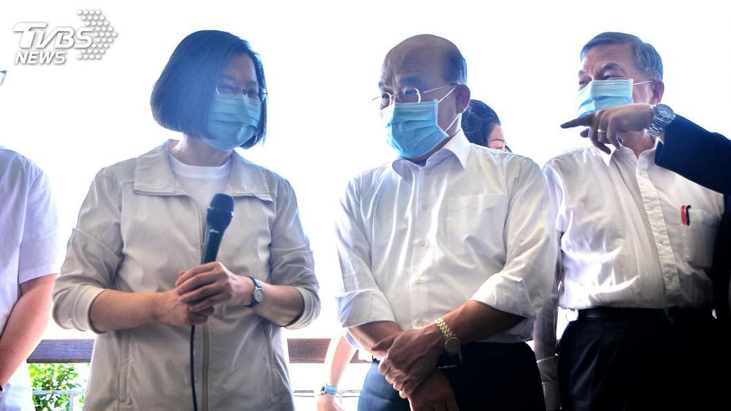 總統蔡英文表示,陳時中防疫成績獲得台灣民眾很高的評價,她與蘇貞昌也給予高評價。(圖/中央社) 陳時中跌落神壇? 蔡英文:我與蘇貞昌給他高評價