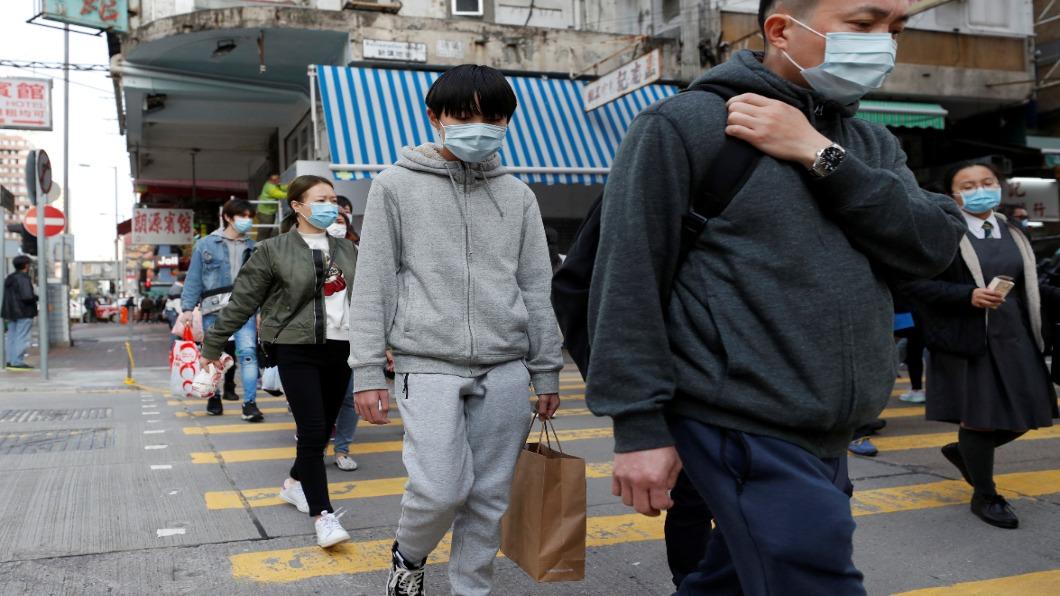 圖/達志影像路透 香港「限聚令」週五鬆綁 聚會限8人放寬至50人
