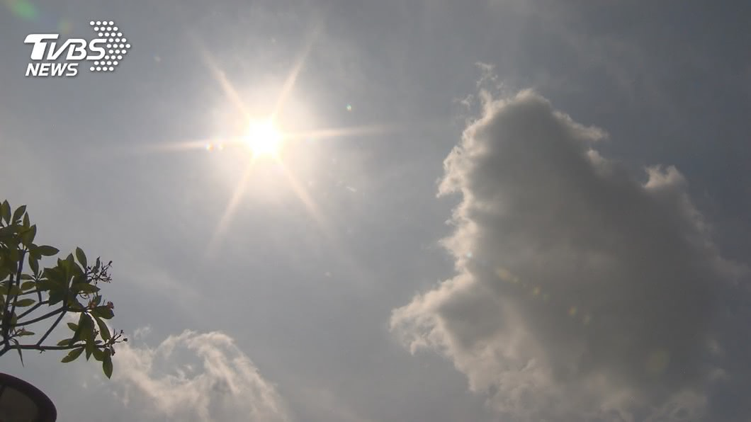 美國衛生官員提醒民眾,高溫到沙灘避暑也要記得防疫。(示意圖/TVBS資料畫面) 洛杉磯45度熱浪來襲 官員:避暑莫忘防疫