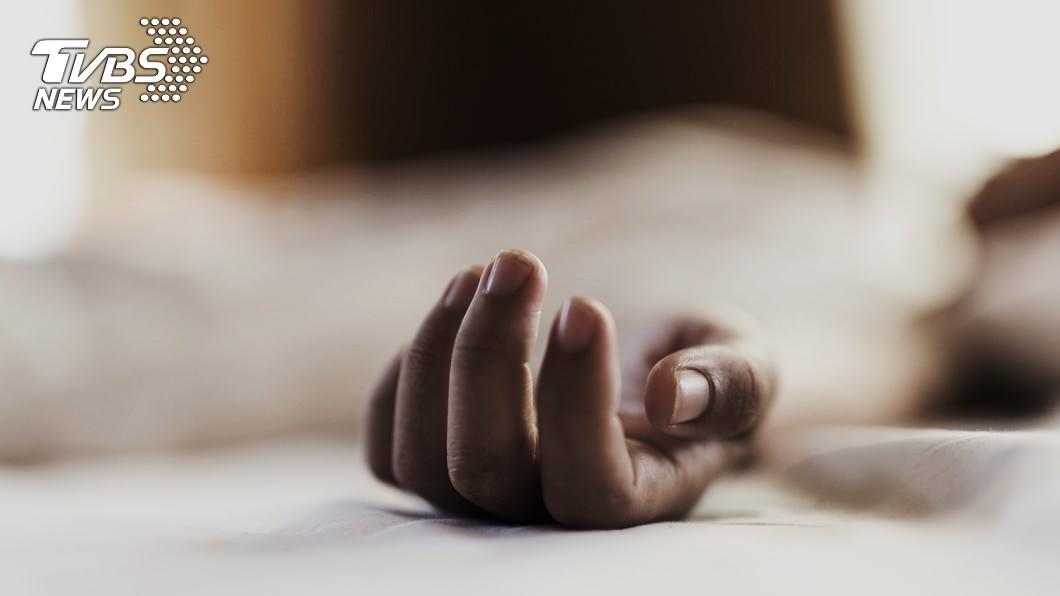 高雄市警方日前接獲報案,1名17歲少女不知什麼原因暴斃在摩鐵房間床上。(示意圖/TVBS) 17歲少女離家出走3天 陪司機大叔摩鐵過夜暴斃床上