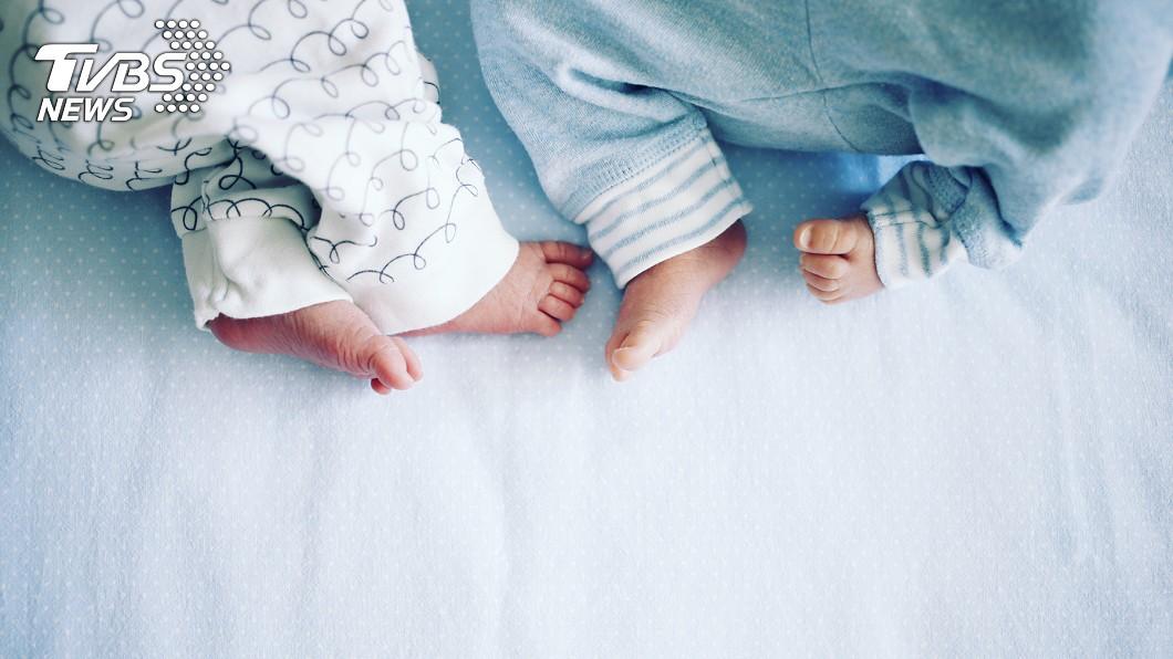雙胞胎相差10歲。(示意圖/TVBS) 「相隔10年」雙胞胎! 41歲母喜獲罕見寶寶