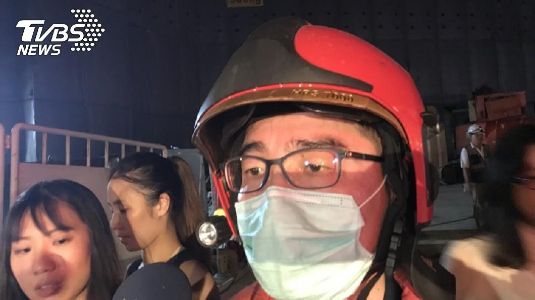 台北市京華城工地坍塌意外,造成1名工人遭活埋近8小時。(圖/中央社) 京華城工地坍塌意外 警消尋獲遭活埋工人已死亡