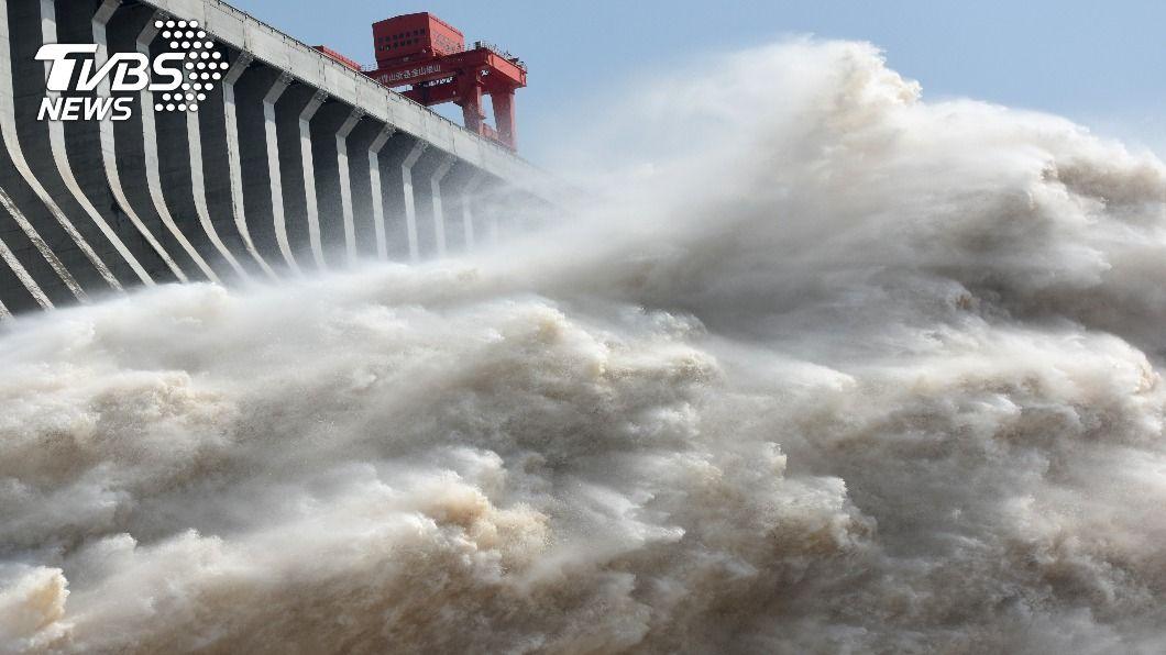 長江三峽大壩。(圖/達志影像路透社) 陸媒證實三峽大壩超過防洪2公尺 專家:若潰堤上海完蛋