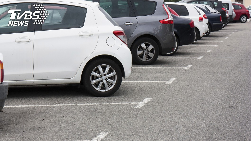 對於許多開車族而言,找尋停車場也是件麻煩的事情。(示意圖/TVBS) 停車費3個月破16萬元 車主驚呆:車我不要了!