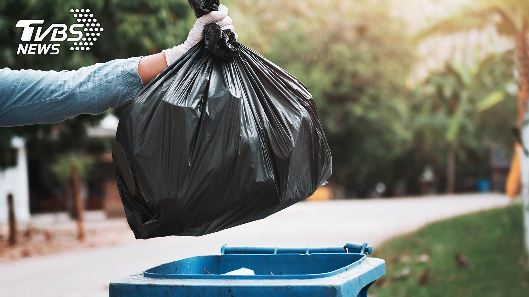 高雄一名林姓婦女因棄屍、偽造文書遭判刑。(示意圖/Shutterstock達志影像) 男嬰溢奶窒息遭「垃圾袋打包」棄屍 護理師媽判刑8月