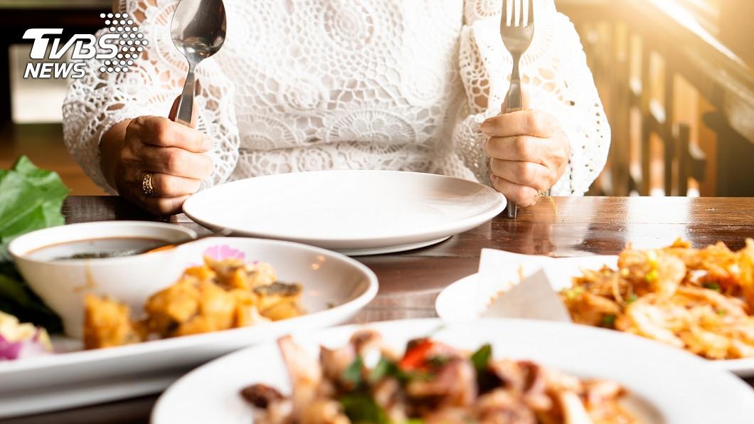 老婆拒絕丈夫提議的晚餐。(示意圖/TVBS) 晚餐吃什麼?嬌妻回「隨便」狂拒16提議 網嚇:太過頭