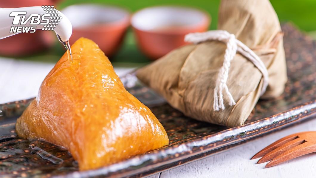 許多人愛吃鹼粽。(示意圖/TVBS) 市場買鹼粽!她拆開驚見「一坨白」 網嚇傻:是保麗龍嗎