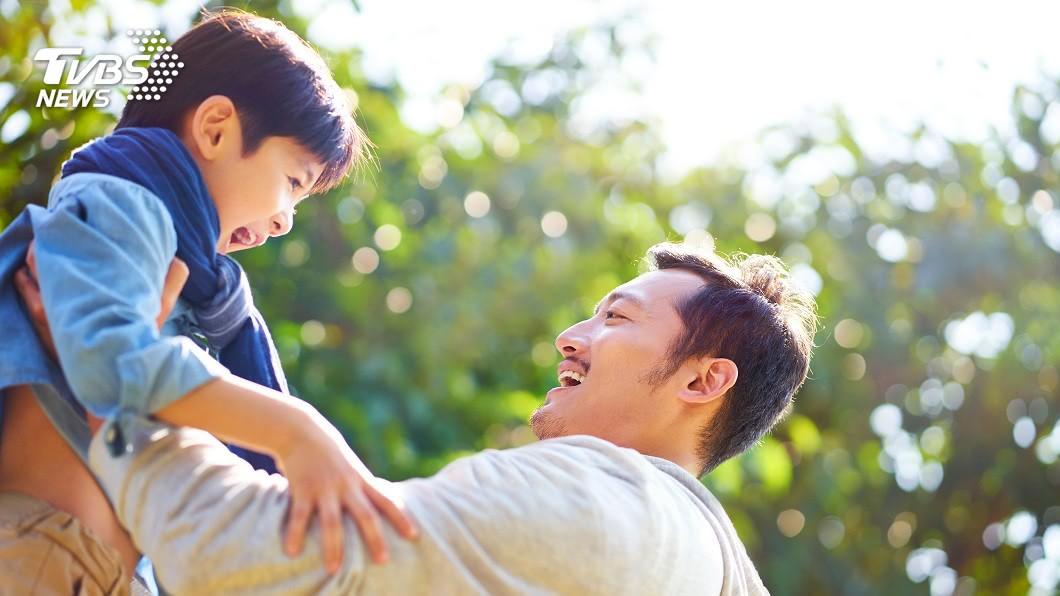 孩子有時候的童言童語和行為,常讓家長看了哭笑不得。(示意圖/TVBS) 4歲兒「蓋城堡」送爸 一看崩潰險暈倒:血壓飆起來