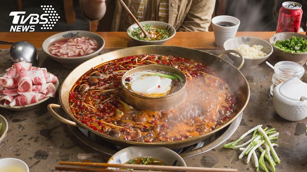 男友請吃麻辣鍋遭嗆「裝有錢的窮人」。(示意圖/TVBS) 男友約會搭捷運、請吃麻辣鍋 拜金女嗆:窮人裝有錢