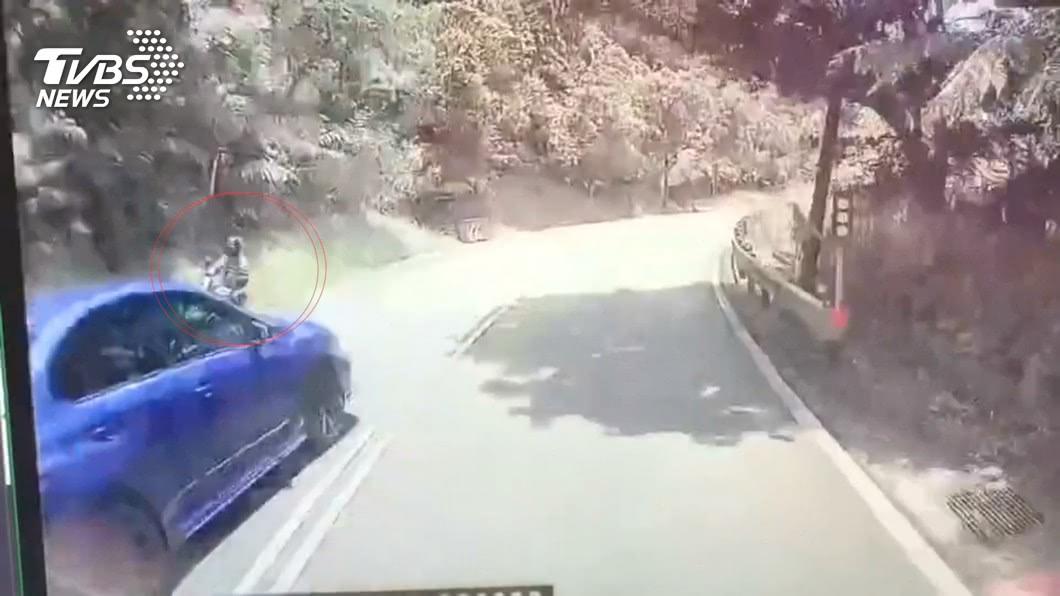 圖/TVBS 北宜逆向超車!害騎士撞山壁 駕駛竟肇逃