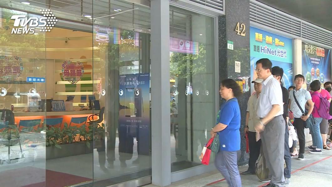 從499之亂到5G開台。(示意圖/TVBS) 499吃到飽專案戶注意! 中華升級5G方案出爐