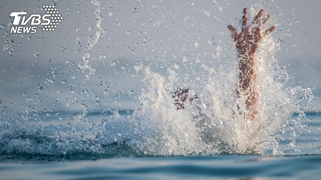 溺水示意圖,與當事人無關/TVBS 8歲女溺水!媽媽爺爺跳水救人…慘釀一家3代浮屍悲劇