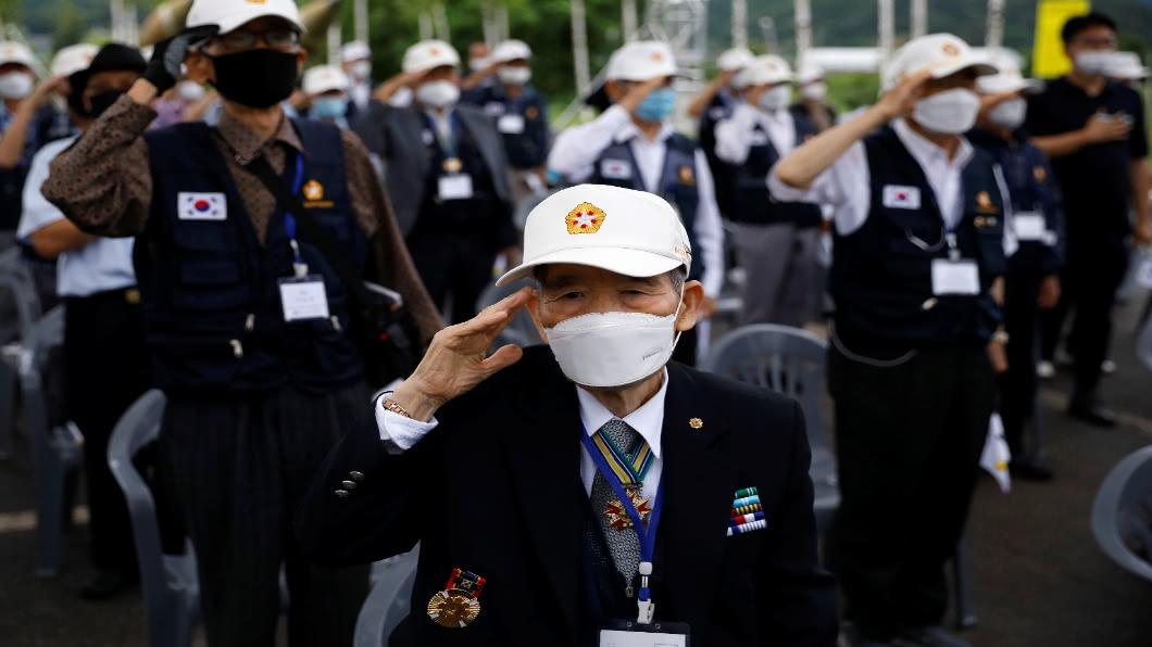 圖/達志影像路透 韓戰70年 川普首度列席紀念 示意金正恩?