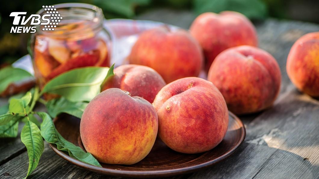 香甜可口的水蜜桃深受不少人喜愛。(示意圖/TVBS) 水果攤「天價水蜜桃3顆710」…天真女驚:我被詐了?