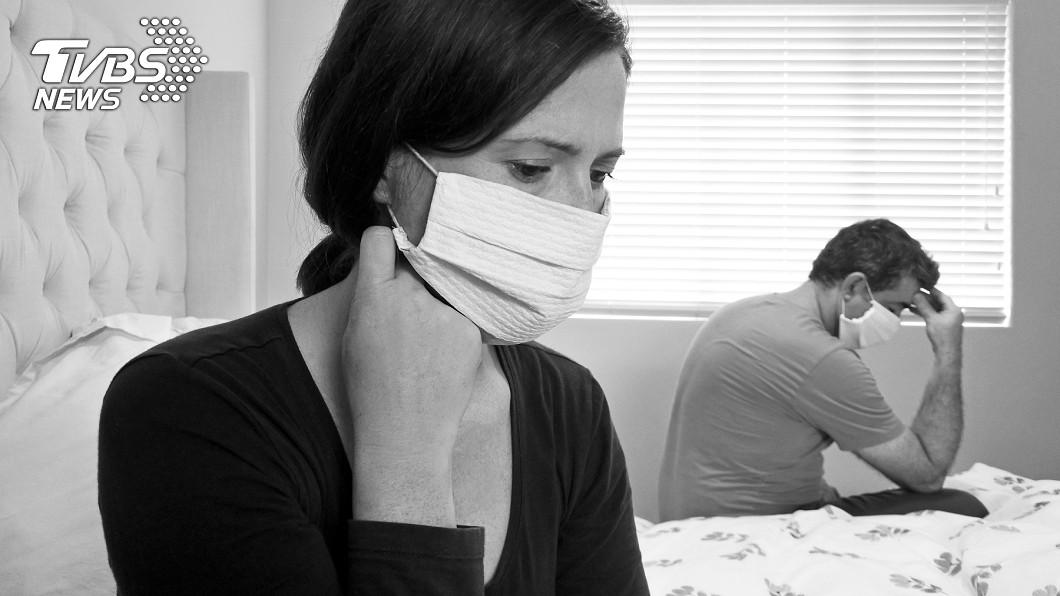 新冠肺炎期間,許多夫妻關係降至冰點。(示意圖/TVBS) 妻確診拒離家 尪狠心從5樓推下:怕被傳染