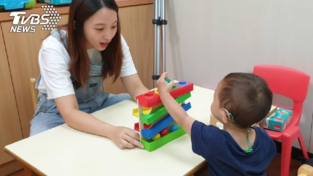 新竹市政府提供經費補助聽障團體。(圖/聲暉協會提供) 公部門結合社團供補助 讓聽障童儘早學說話