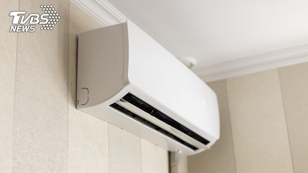 (示意圖/TVBS) 想爽吹冷氣又怕貴 專家揭遙控器玄機:按了省電25%