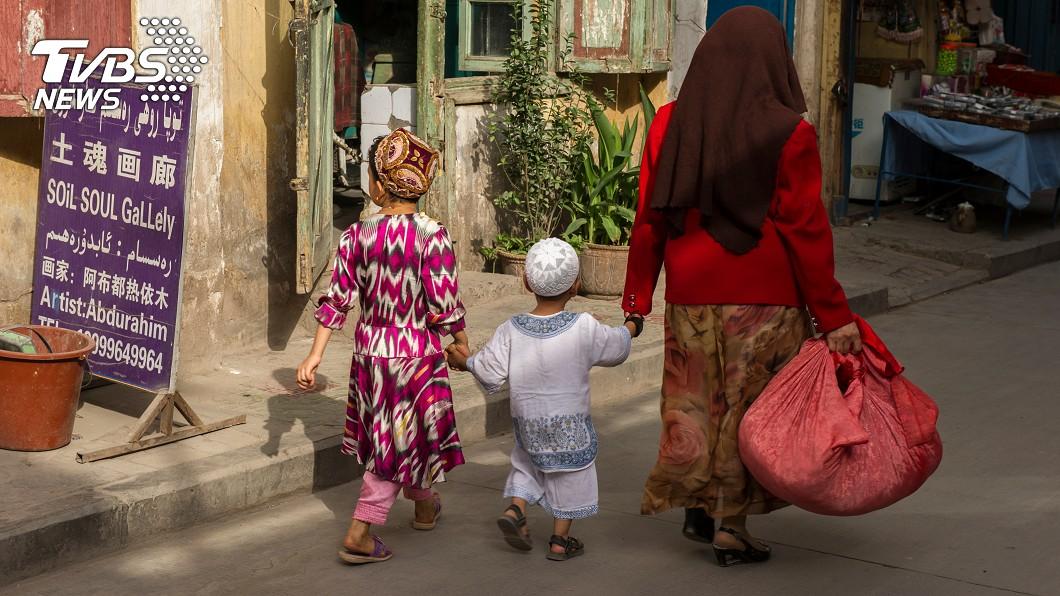 中國對於新疆婦女強制執行節育政策。(示意圖/TVBS) 抑制新疆少數族裔人口 中國遭控強制維族婦女節育