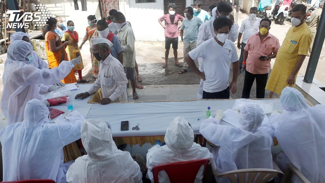 新德里市長宣布準備設立血漿銀行,呼籲康復的武漢肺炎患者能捐贈血漿協助抗疫。(圖/達志影像路透社) 對抗武漢肺炎 新德里設印度首間血漿銀行