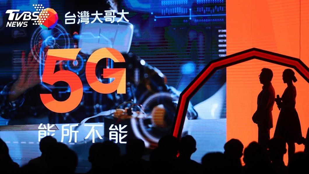 台灣大哥大今天下午宣布5G開台。(圖/中央社) 台灣大接棒開台 5G資費綁光纖上網