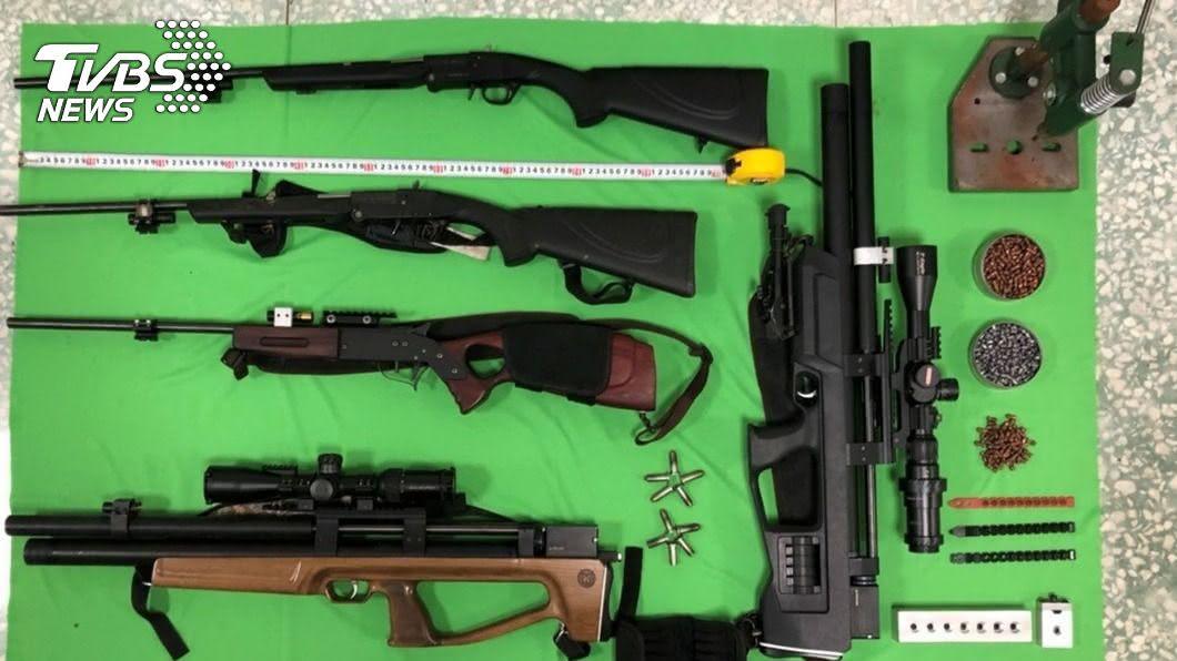 簡姓男子為狩獵非法改造槍枝。(圖/警方提供) 男子改槍彈狩獵 5把長槍藏在新北山區工寮遭查獲