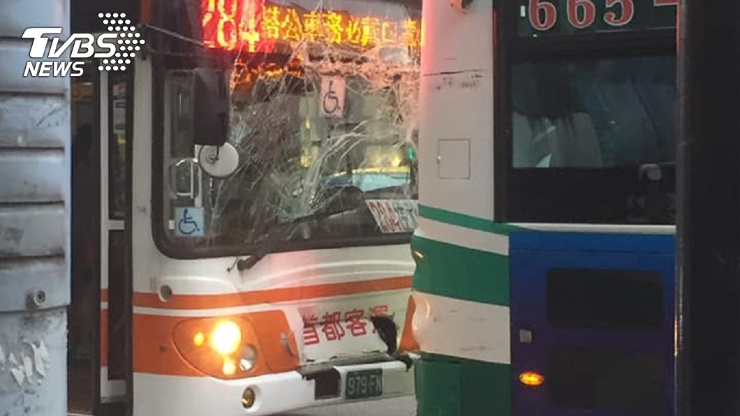 快訊/下班尖峰車禍! 信義區公車相撞3人傷