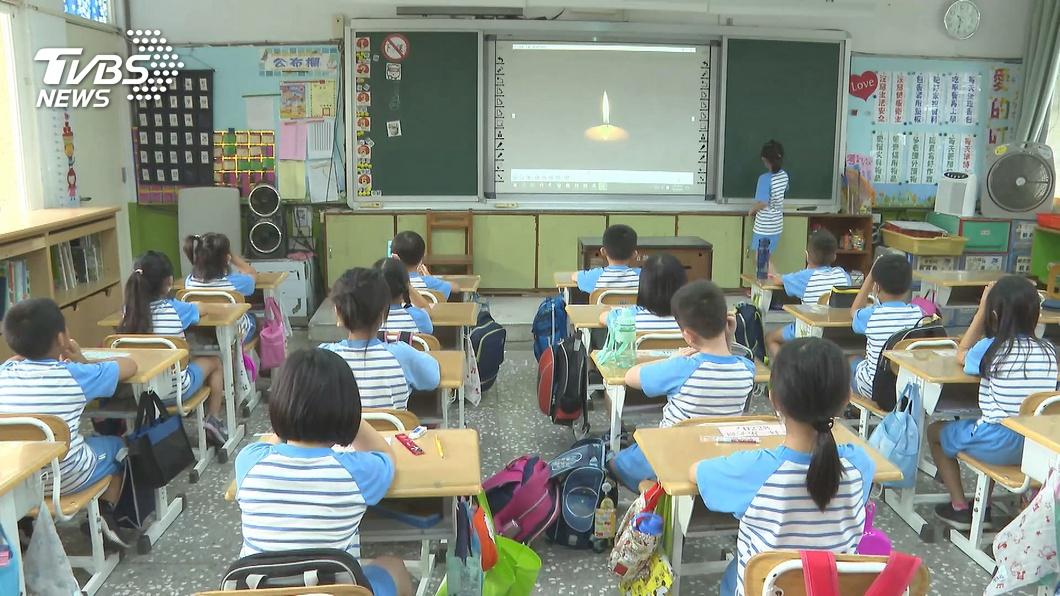 蘇貞昌宣布2年內全國中小裝冷氣。(圖/TVBS資料畫面) 中小學裝冷氣「電費、維修費誰出?」 網曝台北經驗