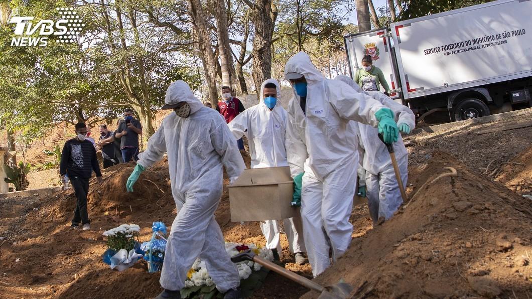 巴西今天單日有1280人病逝於2019冠狀病毒疾病。(圖/達志影像美聯社) 巴西單日逾千死 拉美若防疫不周10月估43萬人亡