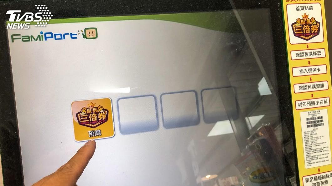 明日將啟動第三輪紙本券預購。(圖/TVBS資料畫面) 三倍券第3輪預購8/1開跑 超商祭出多樣優惠活動