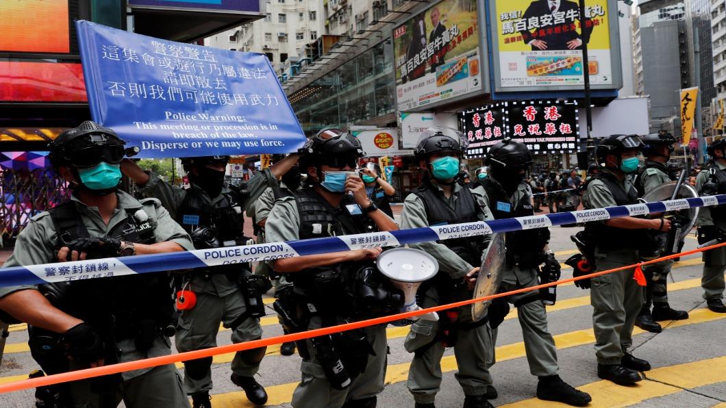圖/達志影像路透 七一國安法上路 香港人上街哀悼「一國兩制」亡