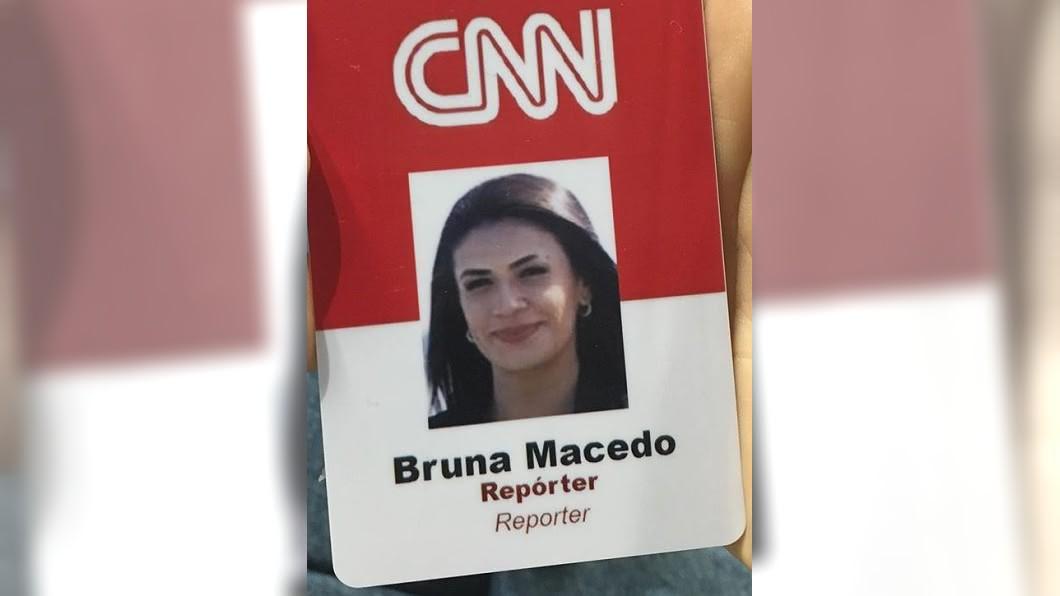 圖/翻攝自macedobruna instagram 直播連線到一半! CNN記者遭人持刀搶劫