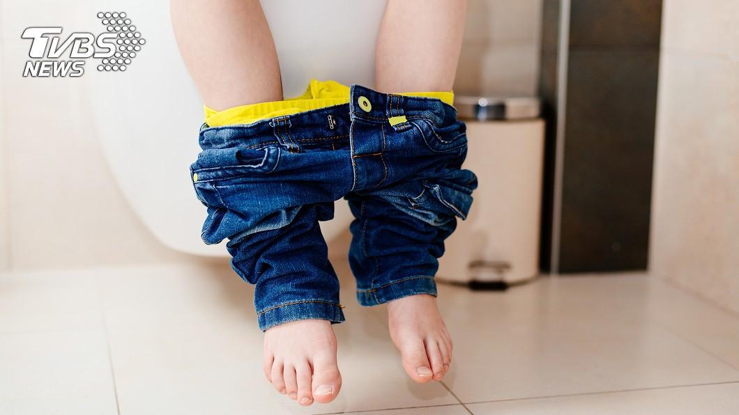 父母需要多注意小孩的情況!(示意圖/TVBS) 10歲男童排血尿急送醫 驚見膀胱藏「1.5公尺電線」