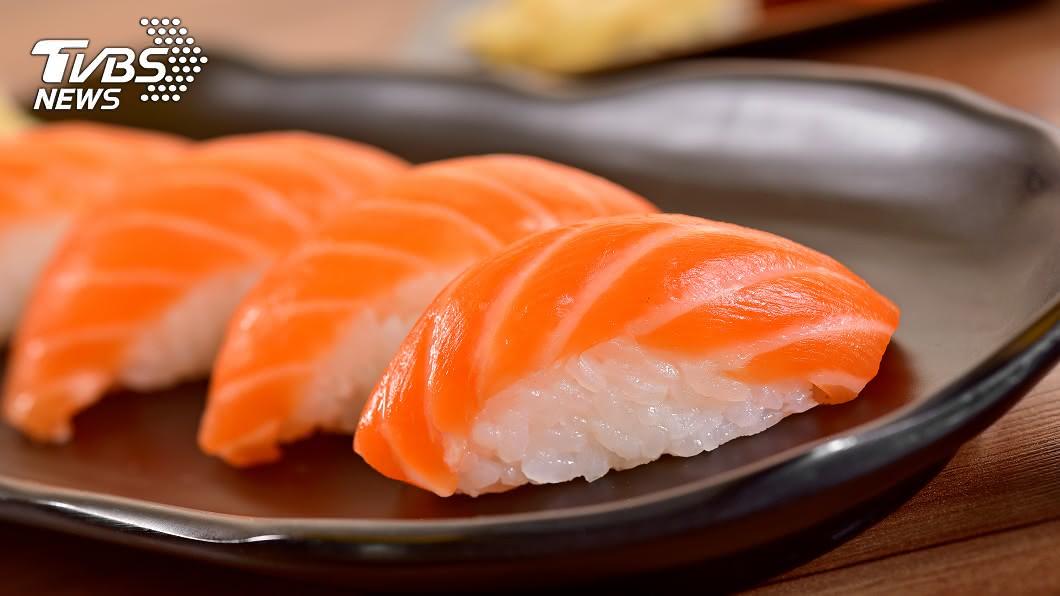示意圖,與本事件無關/TVBS 爽拿10盤鮭魚壽司被笑「不懂吃」 3萬老饕怒了