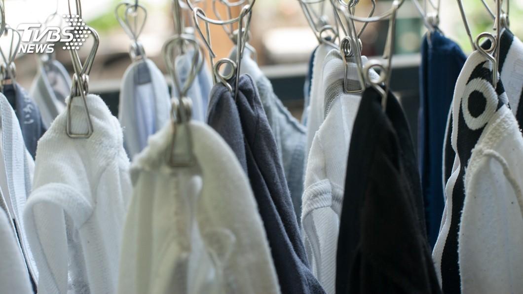 不少男性平日都會準備好幾件內褲更替換洗。(示意圖/TVBS) 老爸舊內褲破洞不捨丟 女不解網一看位置秒懂