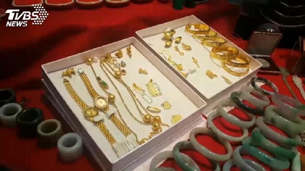 不少民眾會把金飾放在家中收藏。(示意圖/TVBS) 公公60萬金飾不見 問神「3個聖筊」認媳偷的