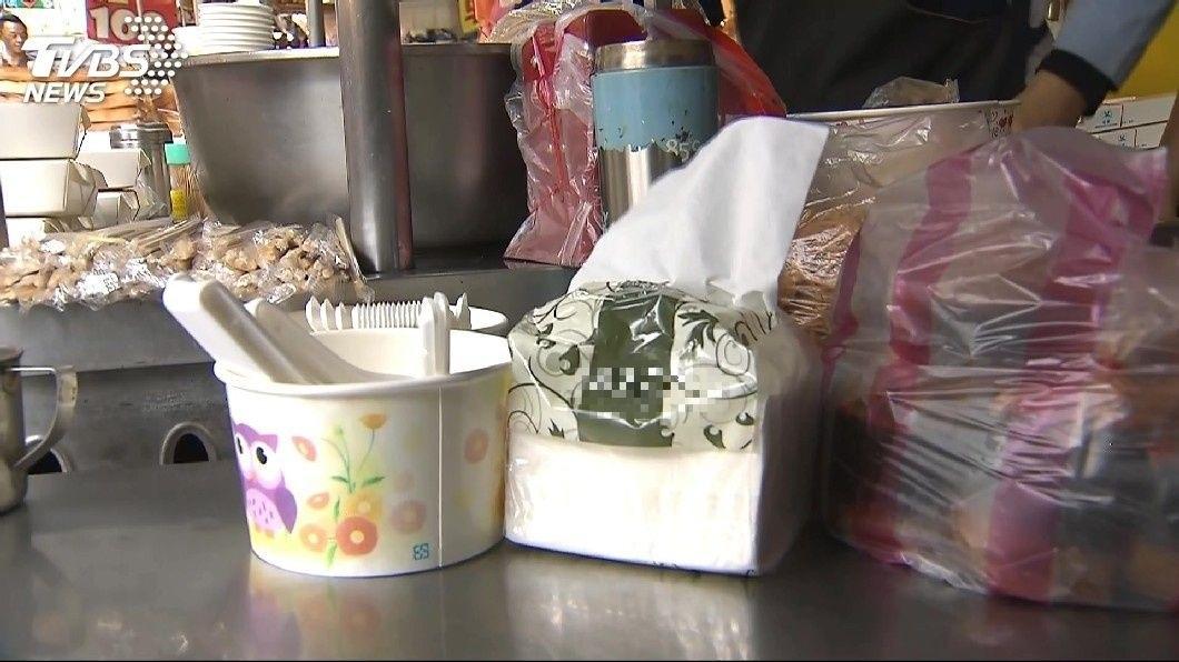 賣吃的店家幾乎都會準備衛生紙供顧客使用。(示意圖/TVBS) 累了嗎?客反映沒衛生紙 老闆補貨誤拿生理用品