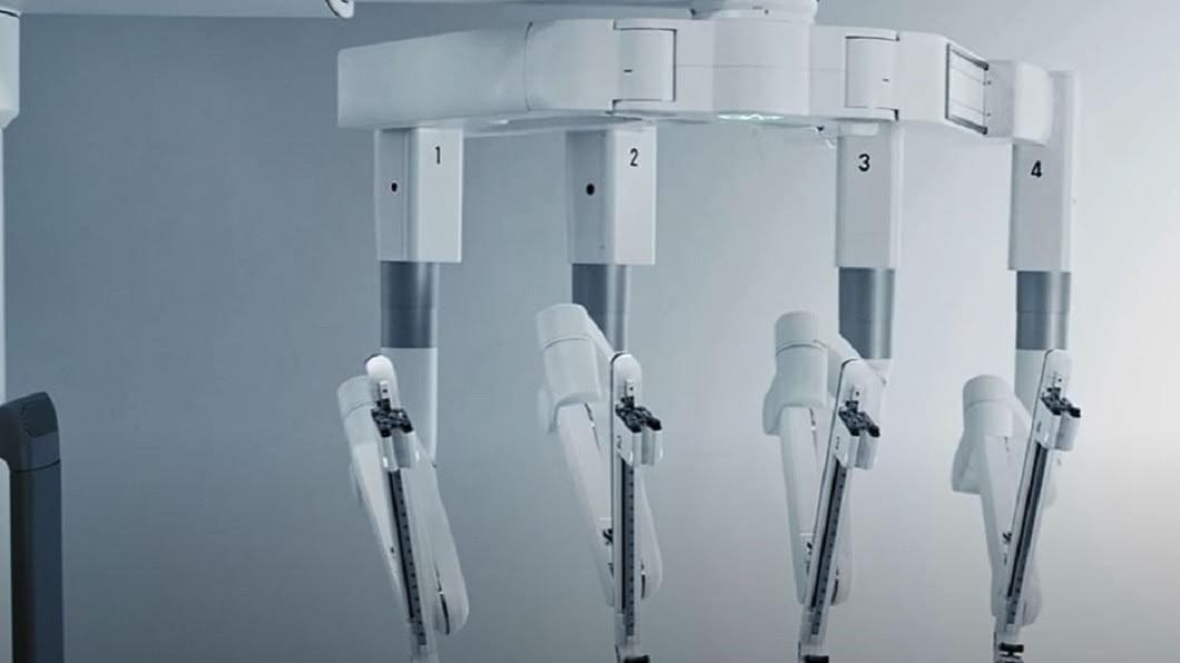 圖/翻攝自Freethink YouTube 科學家求完美 研發「達文西手臂」救己一命