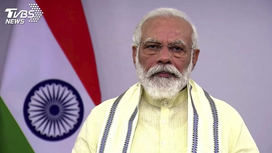 印度總理莫迪今天上午前往拉達克首府列城(Leh)前線視察部隊。(圖/達志影像美聯社) 印中爆衝突關係緊繃 莫迪赴邊境基地視察部隊