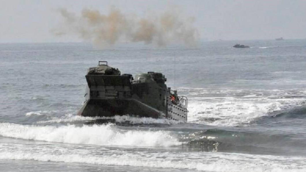 海軍陸戰隊昨天操演,外海翻覆3人命危。(圖/翻攝自海軍陸戰隊臉書) 陸戰操演橡皮艇翻覆 3人命危仍未脫險