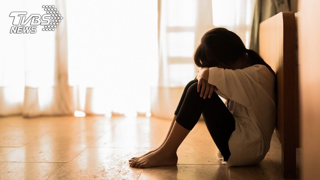 被侵犯的女兒怕家庭破碎,不敢報警。(示意圖/TVBS) 侵犯親生女兒!男辯「長得太像亡妻」:我已愛上她
