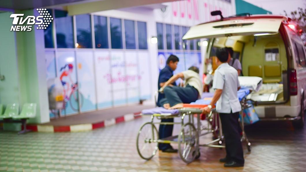 大多數人看到救護車都會主動禮讓。(示意圖/TVBS) 擦撞救護車不給走 運將嗆「人死我負責」害80歲嬤亡