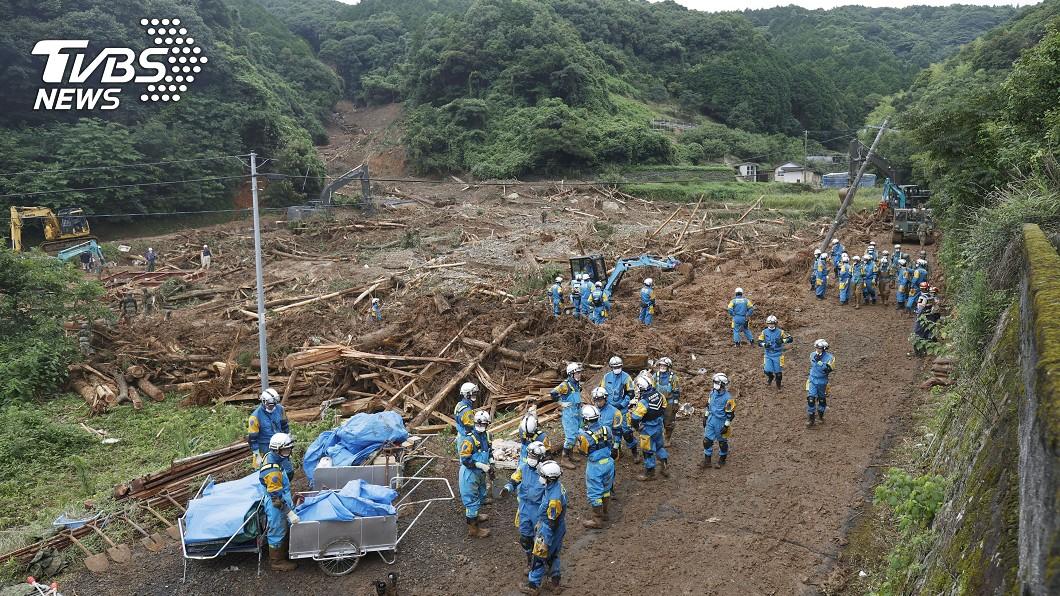 日本熊本縣遭大雨重創至少16人罹難。(圖/達志影像路透社) 梅雨鋒面再北移 日本熊本災區恐二度受災